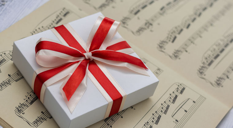 13 Gifts For The Aspiring Violinists http://www.connollymusic.com/stringovation/13-gifts-for-the-aspiring-violinists @revellestrings