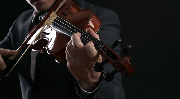 violinist warming up before performance