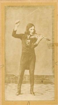 1900_Imperial_Cabinet_Card_of_Fiorini_Fake_Daguerreotype_of_Niccolò_Paganini