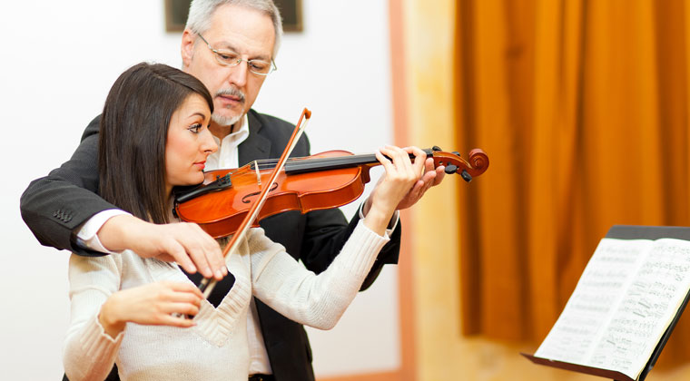 5 Bow Movement Exercises for Beginning Violinists http://www.connollymusic.com/revelle/blog/5-bow-movement-exercises-for-beginning-violinists @revellestrings