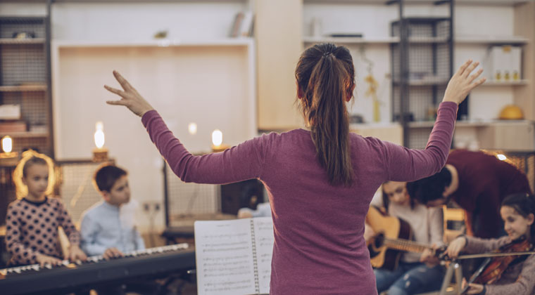 music teacher using cool tools to improve students' experience in her classroom
