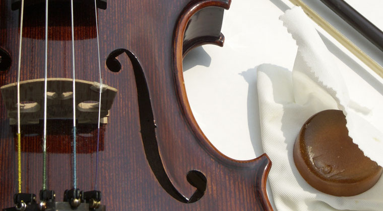 close up of violin and a chosen rosin thats good for you and not just your bow