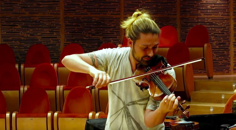 David Garrett trying different violins at Museo del Violino and the difference between high-end and low-end violins