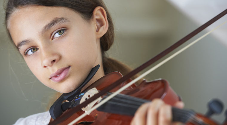 young girl practicing her violin