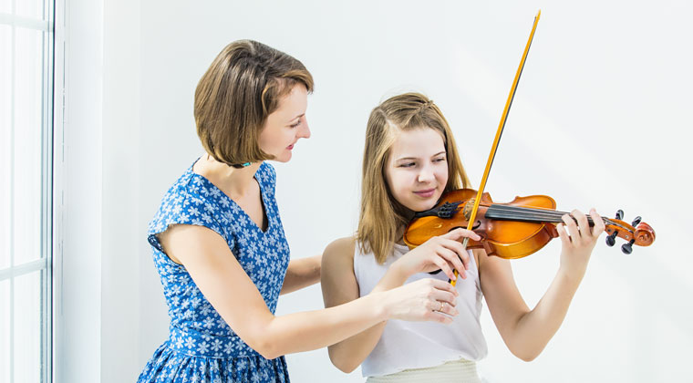young girl having private violin lessons