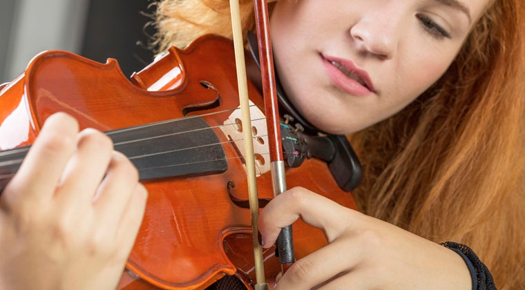 Left-handed violinist what you need to know http://www.connollymusic.com/revelle/blog/left-handed-violinist-what-you-need-to-know @revellestrings
