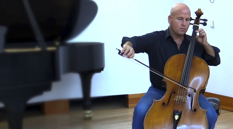 Robert deMaine playing Versum Solo Cello Strings