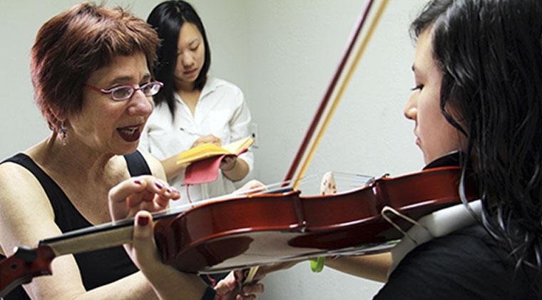 Profile: Teacher Profile - Mimi Zweig http://www.connollymusic.com/stringovation/mimi-zweig-profile @revellestrings