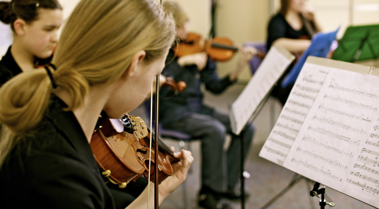 violinist in a music classroom
