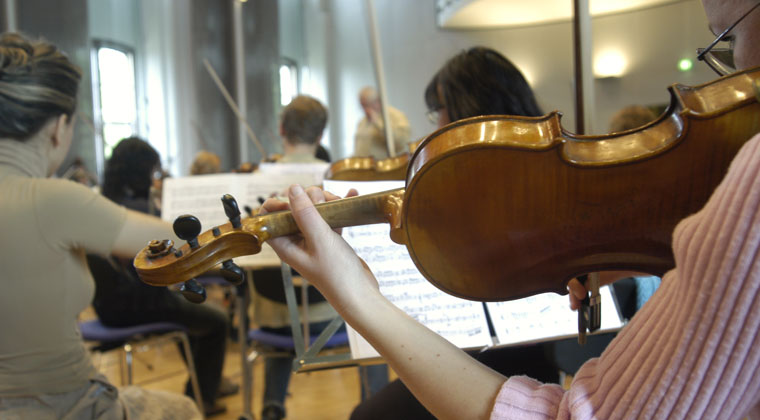 violin ensemble and 4 strategies for music teachers to integrate new students into the orchestra