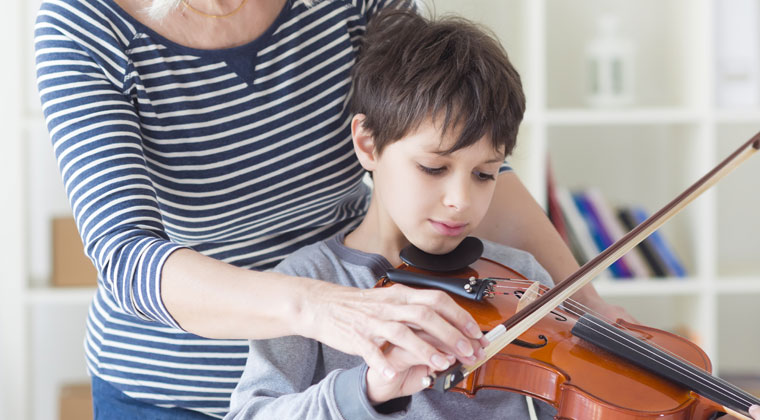 young boy  benefitting from violin private lessons