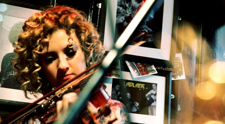 What is the best way to learn to play the violin http://www.connollymusic.com/revelle/blog/what-is-the-best-way-to-learn-to-play-the-violin