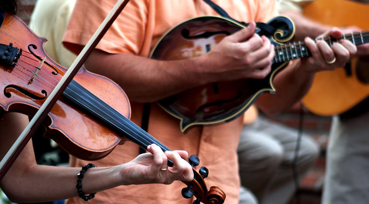 mandolin and violin being played together