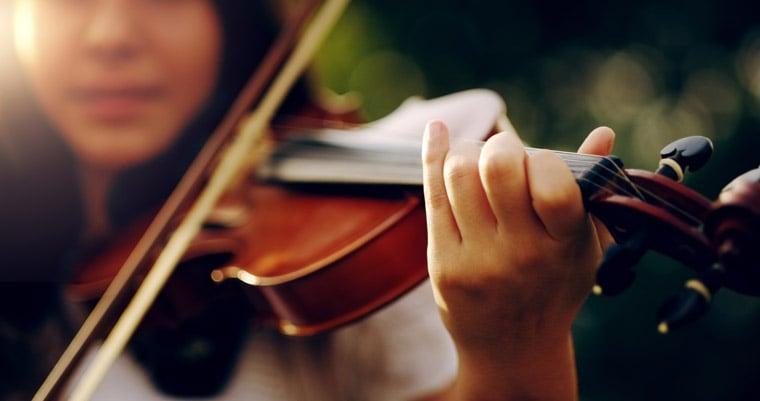 Girl playing popular music on violin