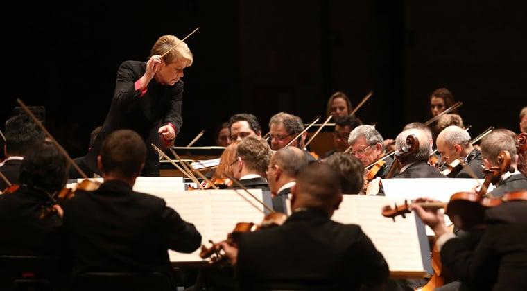 Marin Alsop conducting an orchestra
