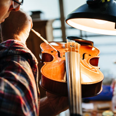 How To Choose A Luthier