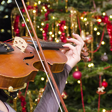 20+ Violin Songs to Entertain Children During the Holidays